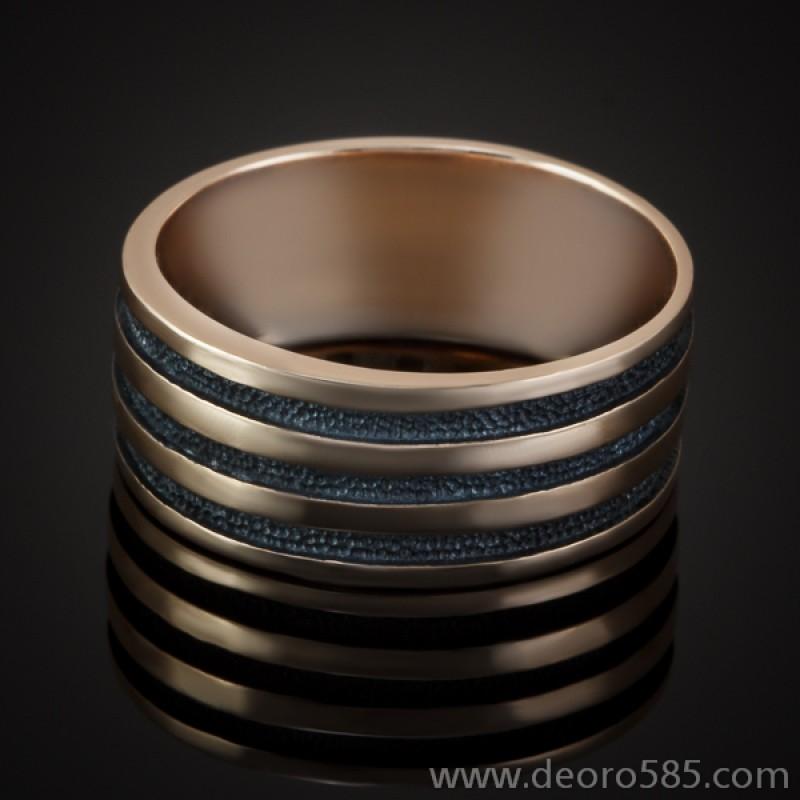 Золотое кольцо с чернением (код 20036)